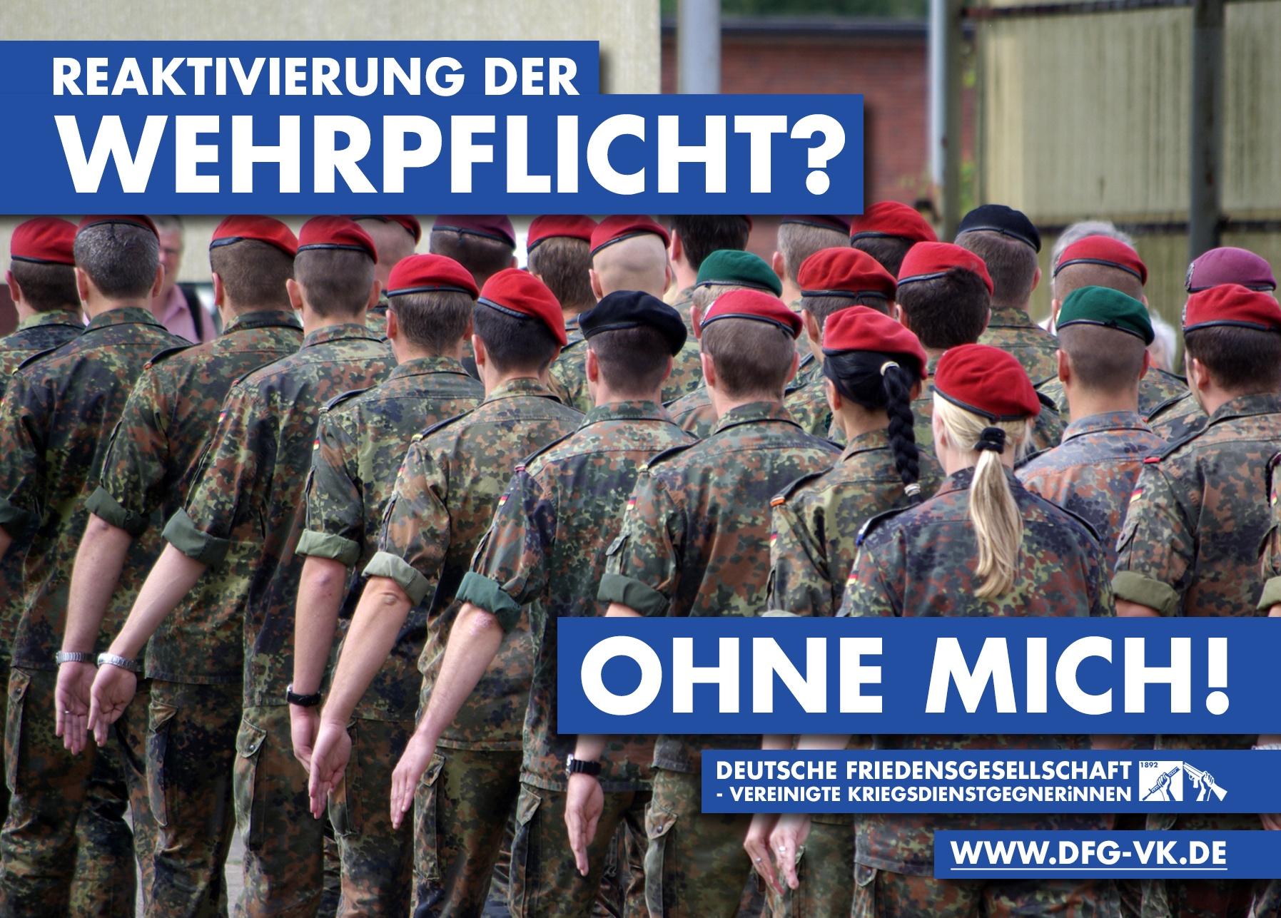 """Auf Postkartengröße sind marschierende Bundeswehrsoldaten von hinten zu sehen. Darauf steht: """"Reaktivierung der Wehrpflicht? - Ohne mich!"""""""