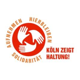 """Logo des Aufrufs """"Köln zeigt Haltung"""". Drei Hände kreisförmig auf rotem Grund; außen die Schrift """"Aufnehmen Hierbleiben Solidarität"""""""